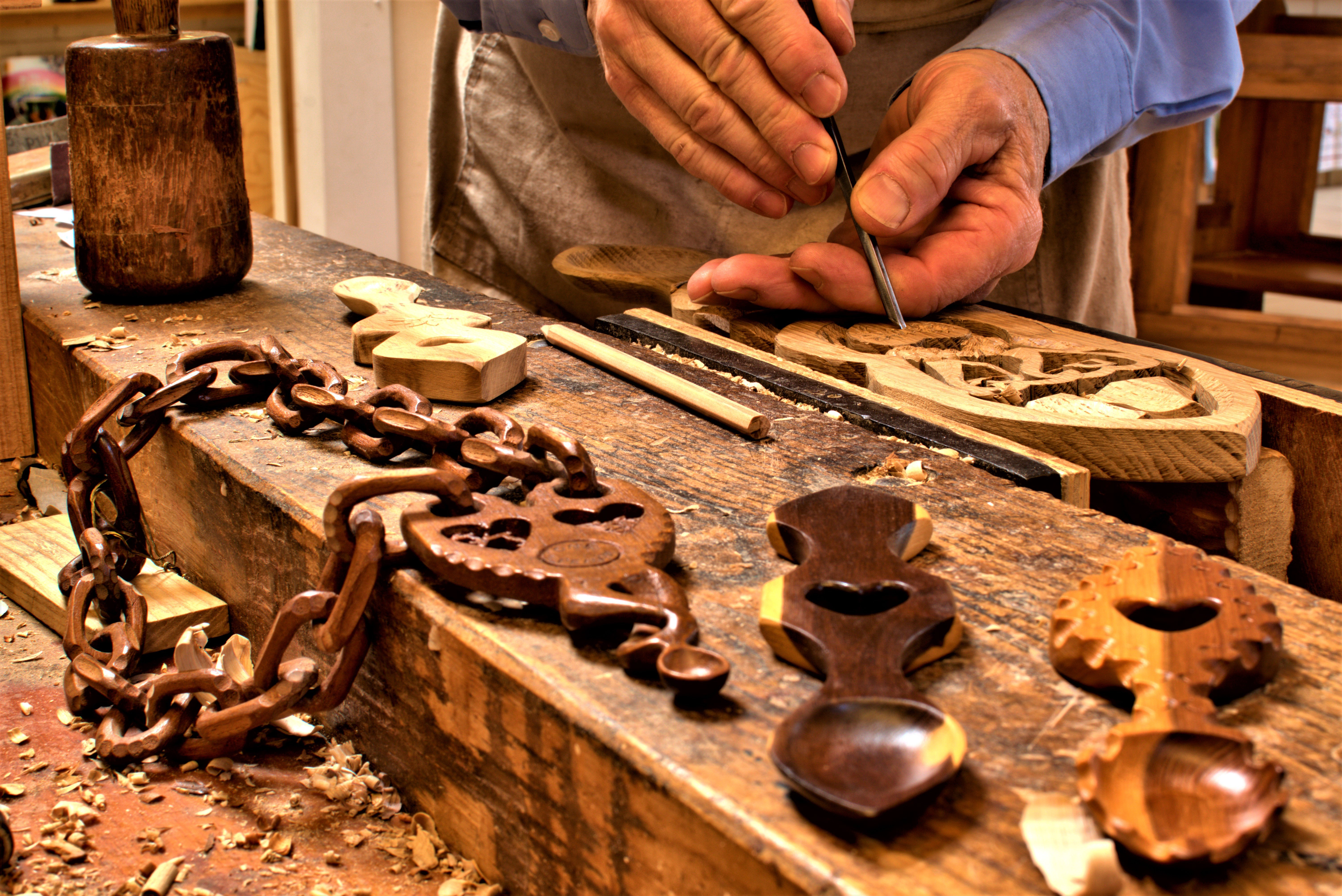 handcarving lovespoons